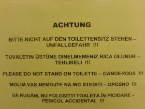 Warnung vor dem Klodeckel